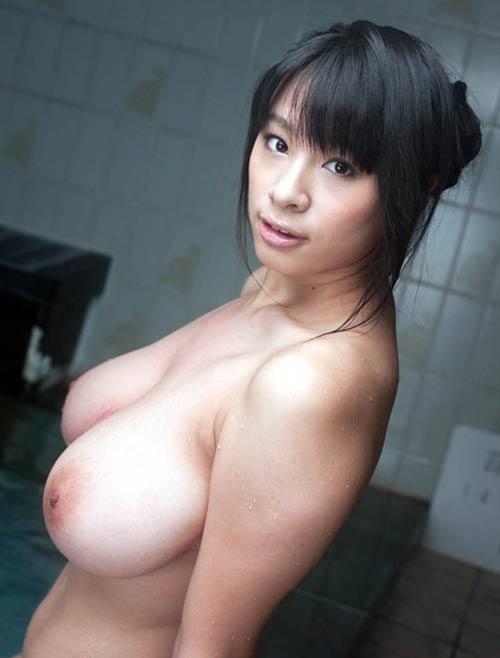 Hana Haruna japonaise à gros seins