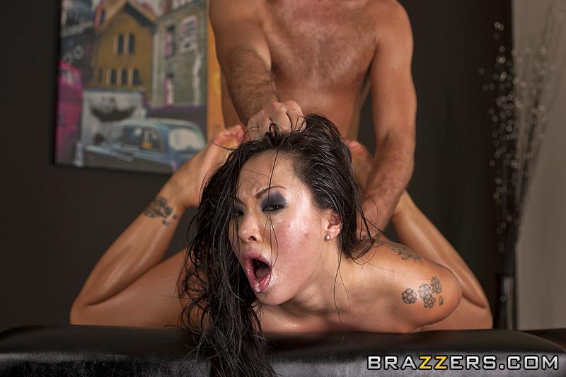 Asa Akira massage sexuel