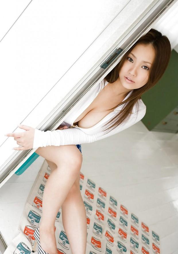 babe-coreenne-sensuelle-gros-seins-3