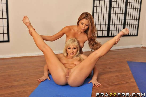 charmane-star-hot-yoga-06