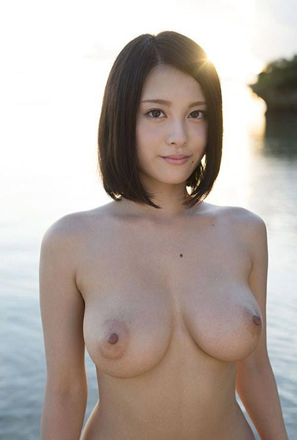Coucher de soleil sur les gros seins d'une Coréenne