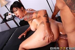 Dana Vespoli se fait masser l'anus