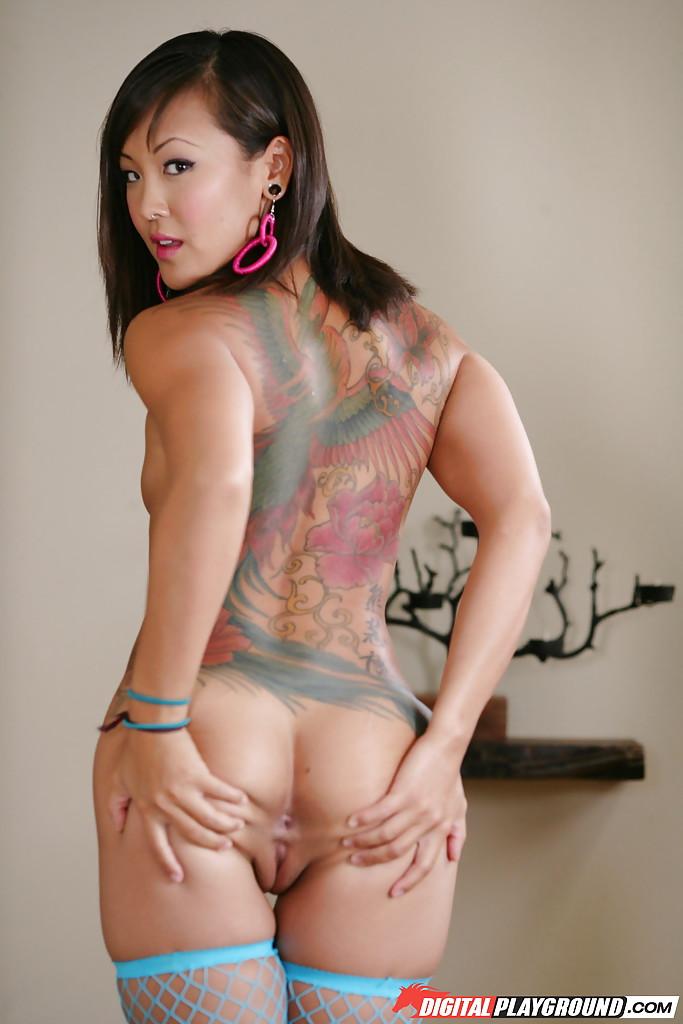Jandi Lin dévoile ses tatouages