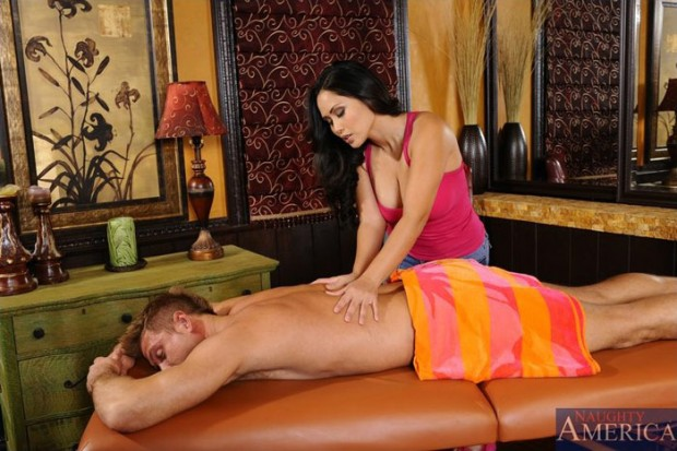 jessica-bangkok-milf-massage-sexuel-naughty-america-5