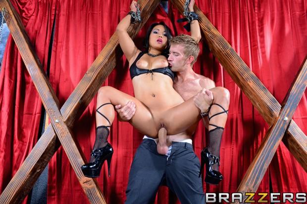 Mika tan esclaves sexuelles asiatiques
