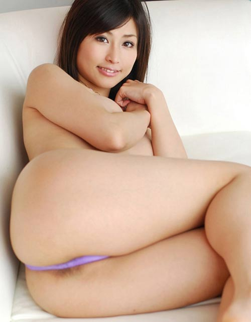 Mia malaisienne sexy 19 ans cul de rêve et petits seins
