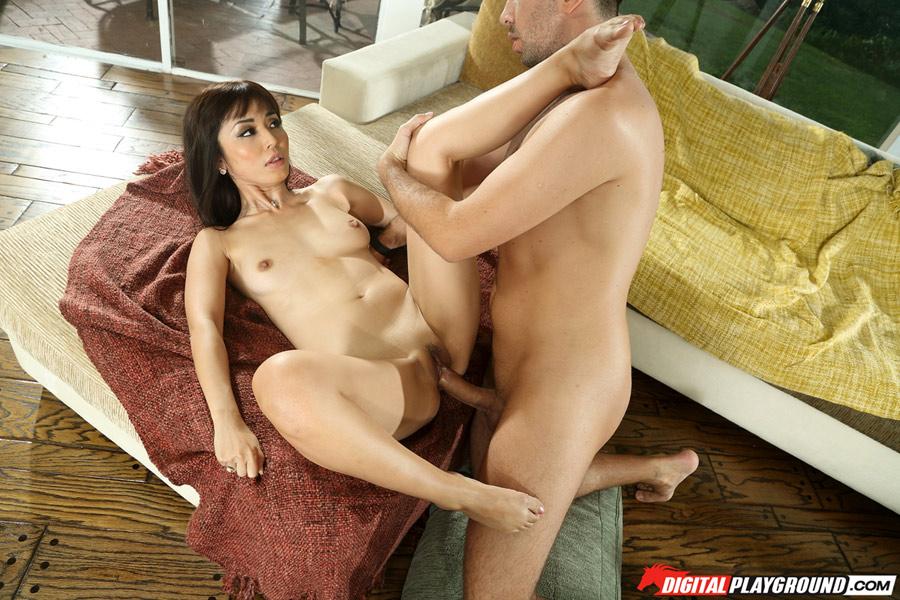 Marica Hase goûte à la grosse bite de Keiran Lee