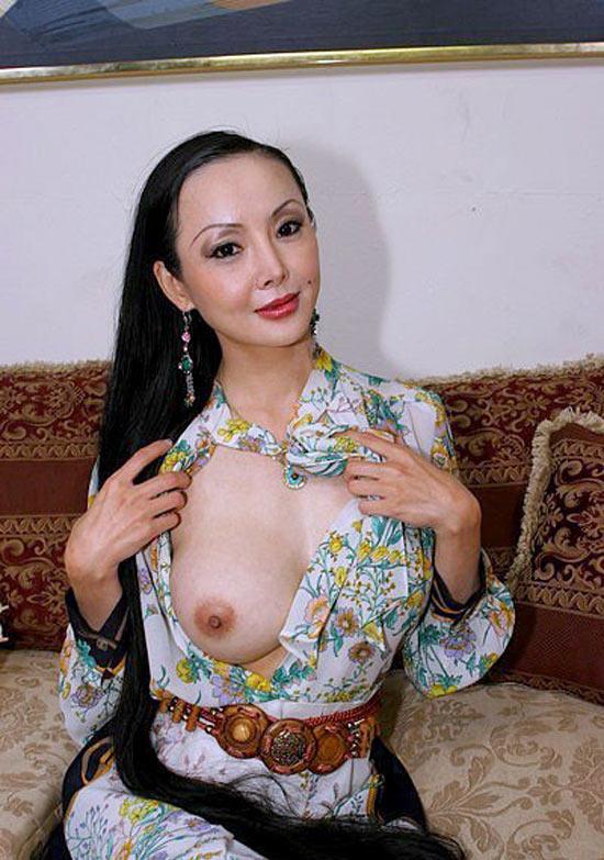 mature-geisha-defoncee-chienne-1