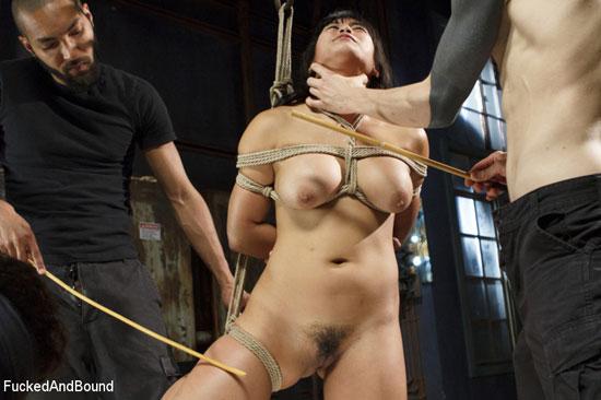 Mia Li trio extrême et bondage pour Kink