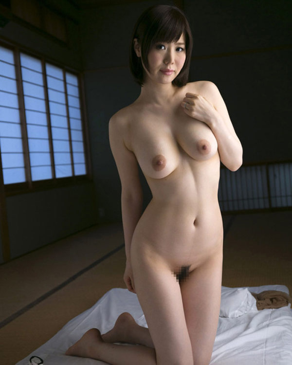 Nayuko nue dans le minka