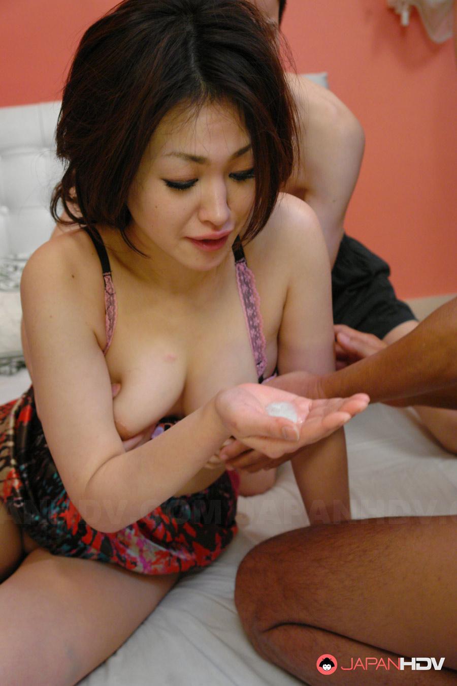 Vidéo plan à 3 et creampie pour la Japonaise Yu Yamashita