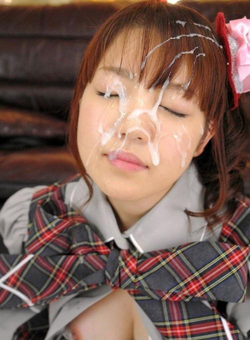 Jeune schoolgirl tokyoite 18 ans après un bukkake