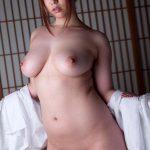Les seins divins d'une diva coréenne pulpeuse