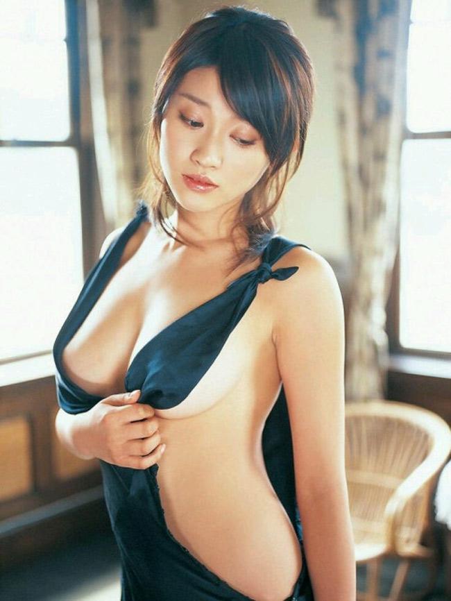 Sun Hi, babe coréenne à gros seins