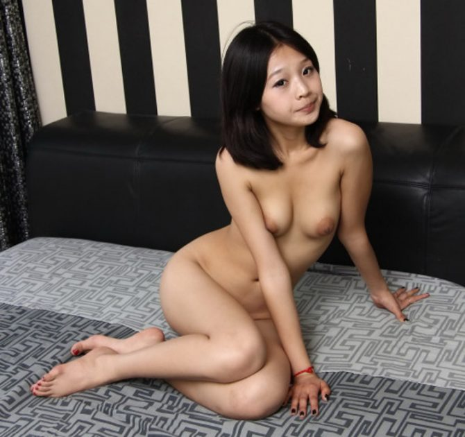 Teen chinoise nue frêle mais sexy